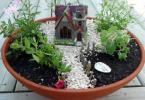 Миниатюрна градинка със замък