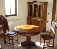 Защо да обзаведем офиса си с ретро мебели от масив