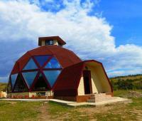 Модерни Сферични Къщи от Александро Динулеску