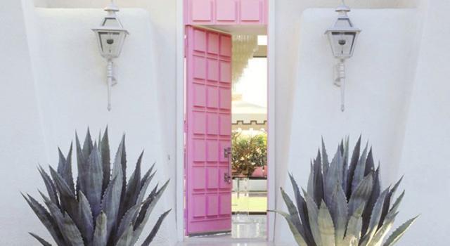 Входна врата в розово