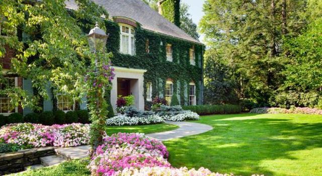 Цветен остров в градината