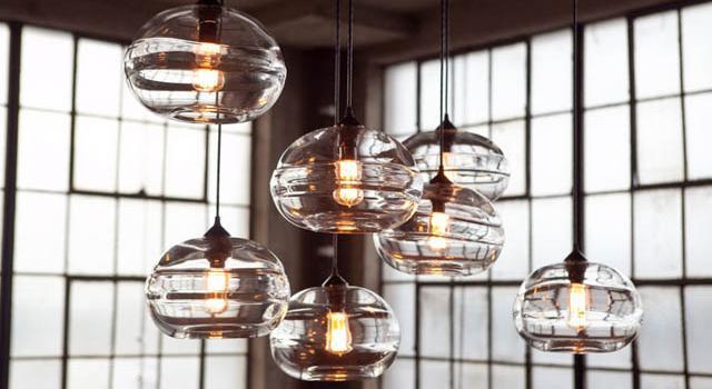 Ръчно направени осветителни тела от лято стъкло